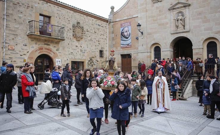 Procesión del Niño Jesús de Praga en Alba de Tormes