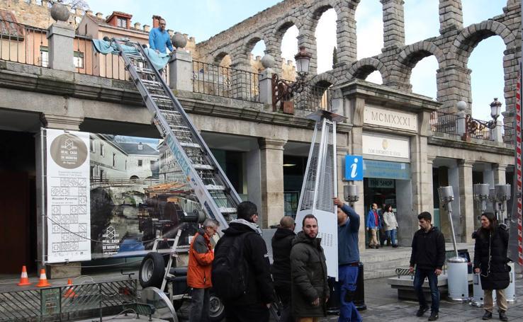 Preparativos para el rodaje de 'MasterChef' junto al Acueducto se Segovia