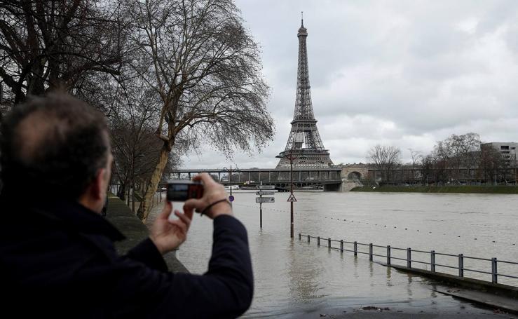 Saltan las alarmas ante la crecida del Sena en París