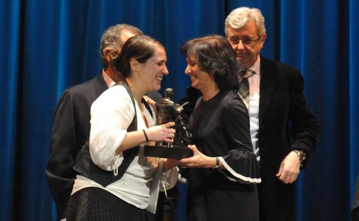 Elena Álvarez recibe el XXII Premio Nacional de Periodismo Miguel Delibes