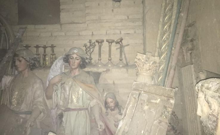 Hallan tallas y objetos religiosos ocultos tras un muro en la iglesia de Villalón