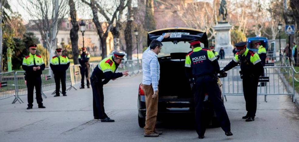 Los Mossos buscan a Puigdemont en el maletero del taxi de Domenech