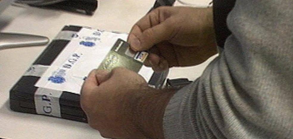 Dos detenidos por colocar dispositivos para clonar tarjetas en 23 cajeros, uno en Valladolid