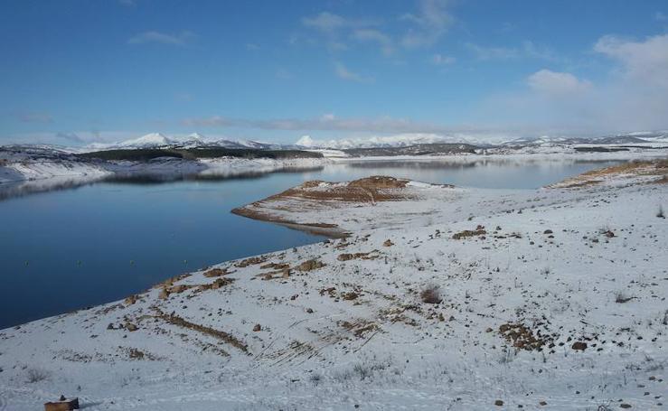 Las nevadas dejan estas imágenes del Pantano de Aguilar