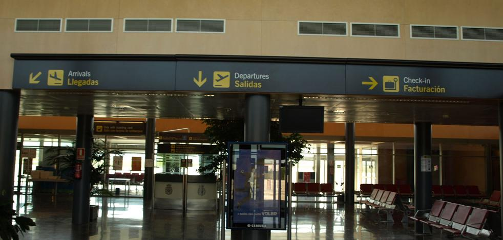 El aeropuerto vuelve a perder pasajeros a la espera de los vuelos a Barcelona