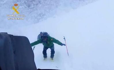 Rescatan a un ganadero atrapado por la nieve en un refugio durante ocho días