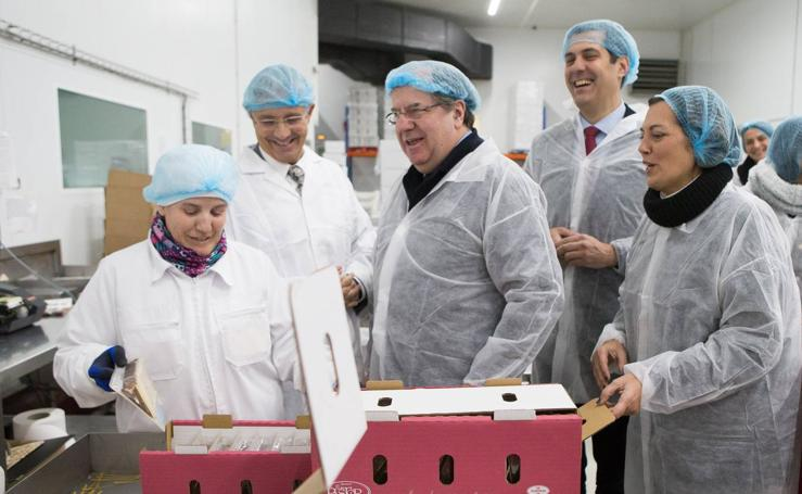 Juan Vicente Herrera visita la fábrica de Quesos El Pastor en Santa Cristina de la Polvorosa (Zamora)