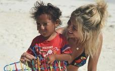 Stephanie Demner se gana un aluvión de críticas por fotografiarse con un menor