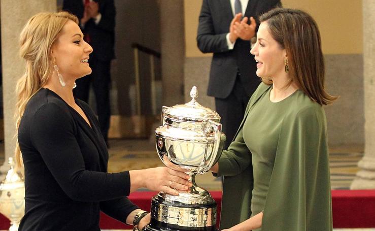 Lydia Valentín recibe el Premio Nacional del Deporte 2016 de manos de la reina Letizia
