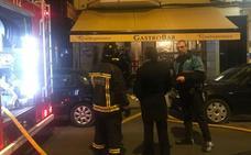 Los Bomberos de León intervienen en un incendio producido en la cocina del Bar Quitapenas