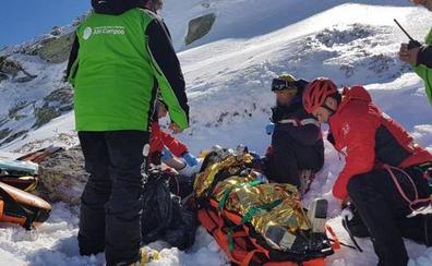 Una mujer herida, con pronóstico reservado, cuando esquiaba fuera de pista en Alto Campoo
