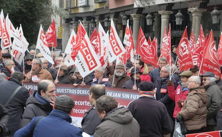Concentración de jubilados en Valladolid convocada por UGT y CCOO en defensa de las pensiones