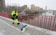 El Ayuntamiento esparce 45 toneladas de sal para evitar los efectos de la nieve