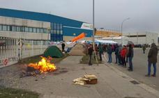 Los trabajadores de Siemens Gamesa acampan frente a la planta «hasta que decidan no cerrar»