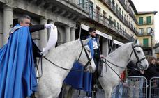 Los heraldos a caballo anunciarán la Pasión acompañados de cofrades y músicos