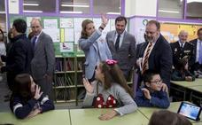 La Infanta Elena anima a escolares vallisoletanos a realizar un uso responsable de Internet