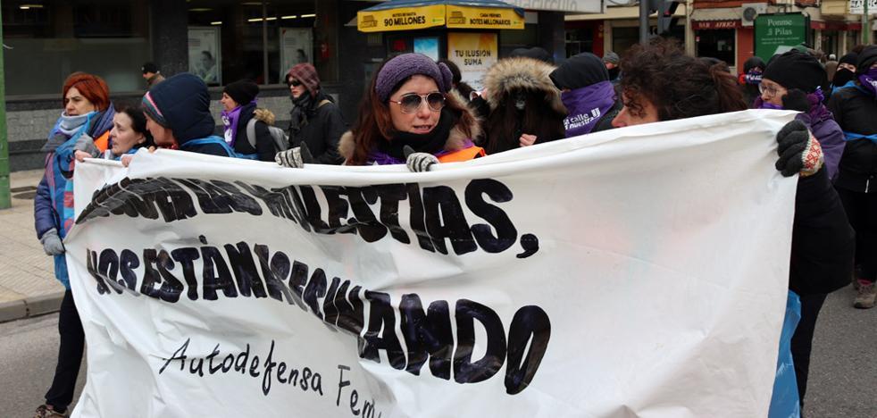 Los colectivos feministas toman las calles desde primera hora con motivo del 8-M