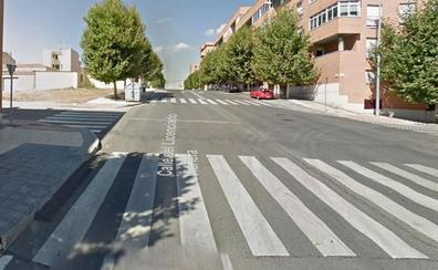 Un bebé herido leve tras ser atropellado el carro en el que iba por un coche en Salamanca