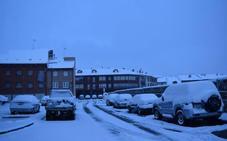 La nieve cierra Piedrasluengas y restringe el paso de camiones en carreteras del norte de Palencia