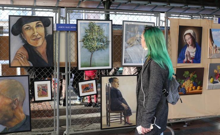 Exposición de pintura en la Plaza España de Valladolid