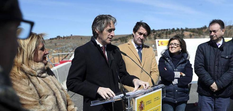 Íñígo de la Serna supervisa las obras de la A-11 manteniendo «el fuerte compromiso con la infraestructura»