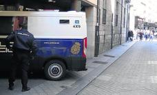 La detención de un correo con cuatro kilos de 'maría' precedió a la redada contra los Varela