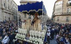 La Virgen reparte caridad y consuelo
