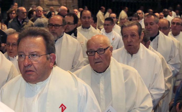 Misa Crismal en el altar mayor de la Catedral de Segovia
