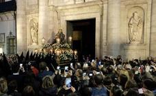 Multitudinario y veraniego Martes Santo en la procesión del Encuentro