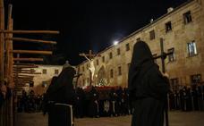 El silencio da paso el Martes Santo al Cristo de la Luz y a Nuestra Señora de la Sabiduría