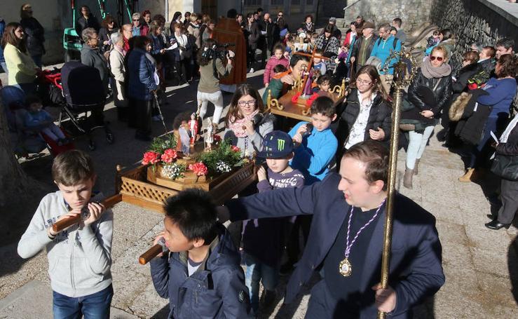 Procesión de la Pasión de Jesucristo por los niños de la parroquia de San José
