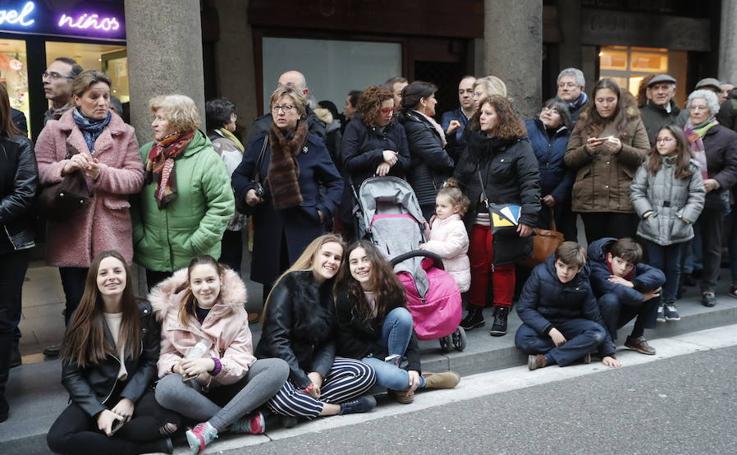 Público en la Procesión del Santísimo Rosario del Dolor