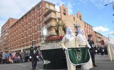 La Sagrada Cena recorre el centro con el momento álgido de la salve a las Angustias