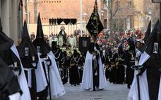 La Dolorosa de Santa Eulalia llega a la Catedral aclamada por la multitud