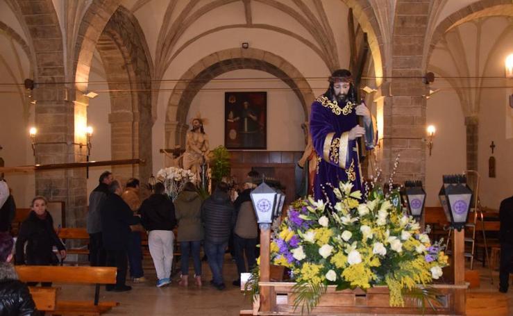 La nieve impide la procesión general de Guardo, que sí celebra el Via Crucis