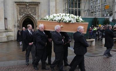 Miles de personas despiden en Cambridge a Stephen Hawking