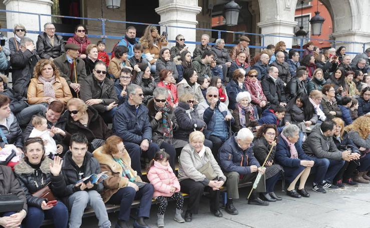 Si has estado en la procesión del Encuentro, búscate entre el público