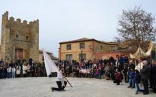El Revoloteo del Estandarte celebra el Domingo de Resurrección en Astudillo