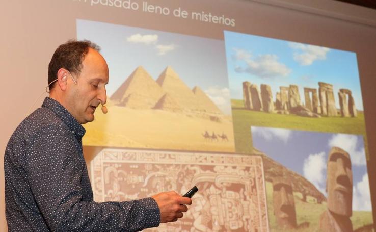 El astrofísico César Esteban López inaugura en el Museo de la Ciencia el ciclo 'Increíble... pero falso'