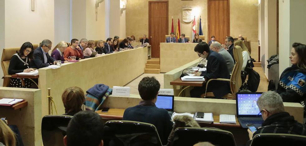 La oposición aísla al PP al pedir que los políticos no participen en la adjudicación de contratos