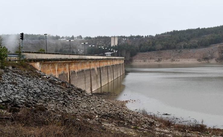 Aumenta el agua embalsada en el pantano de Aguilar