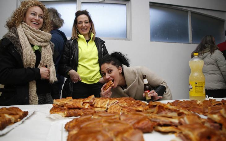 Vega de Tirados disfruta del hornazo y de sus fiestas