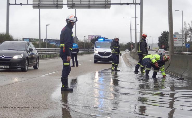 La lluvia provoca balsas de agua en Valladolid