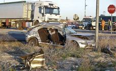 La conductora acusada de dos muertes en accidente asegura que paró en el Stop y no vio el camión