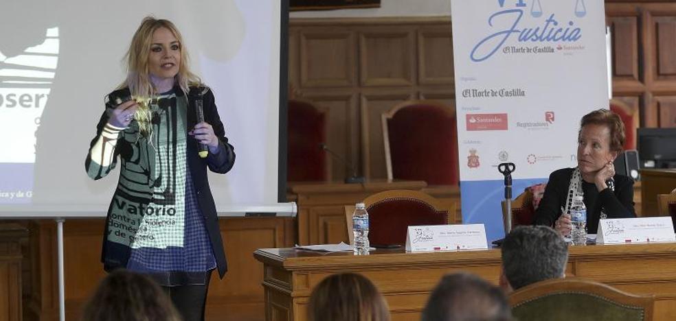 Ángeles Carmona: «El 73% de los asesinatos de mujeres han sido en municipios de menos de 100.000 habitantes»