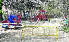 El riesgo de nuevas caídas de ramas obliga a cerrar el parque infantil del Campo Grande