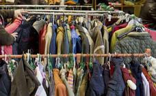 La tienda de ropa de Cáritas 'Moda-Re' cumple un año