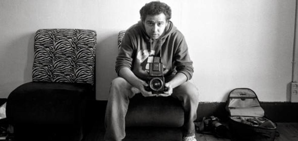 El fotógrafo asturiano censurado en Segovia: «Mis fotos no son duras, y genitales tenemos todos»