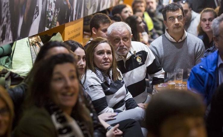 Ambiente en los bares vallisoletanos La Central y El Barco durante la final de la Copa del Rey de rugby