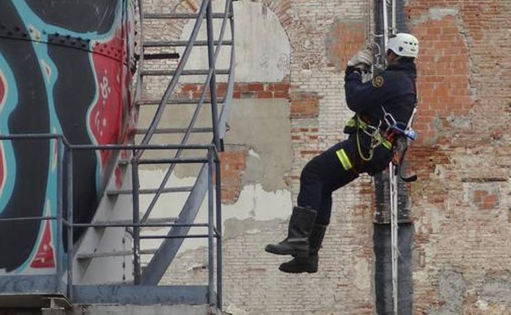 Los bomberos de Valladolid realizan prácticas en el parque de Las Norias